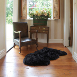Auskin Classic Sheepskin: Single in Black